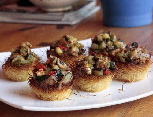 Nidos de pasta kadaif con verduras salteadas